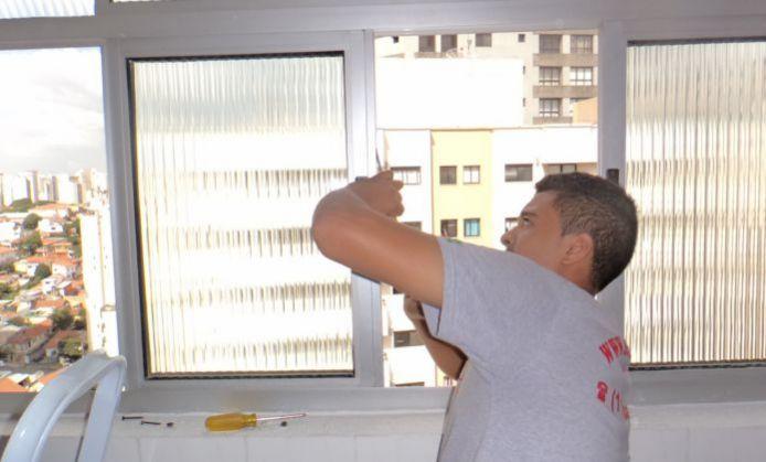 Manutenção em janelas e portas de alumínio