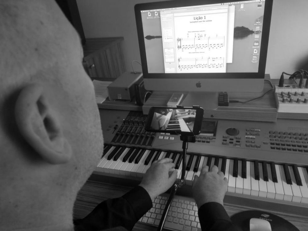 Aula de piano - professor ervin